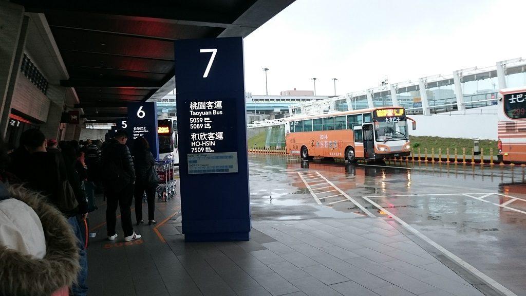 ●桃園国際空港第1ターミナルの空港バス乗り場