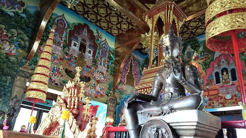 ワット・チェディ・ルアン入り口左手の寺院内