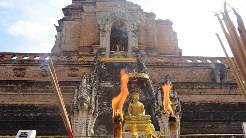 ワット・チェディ・ルアンの仏塔の仏像