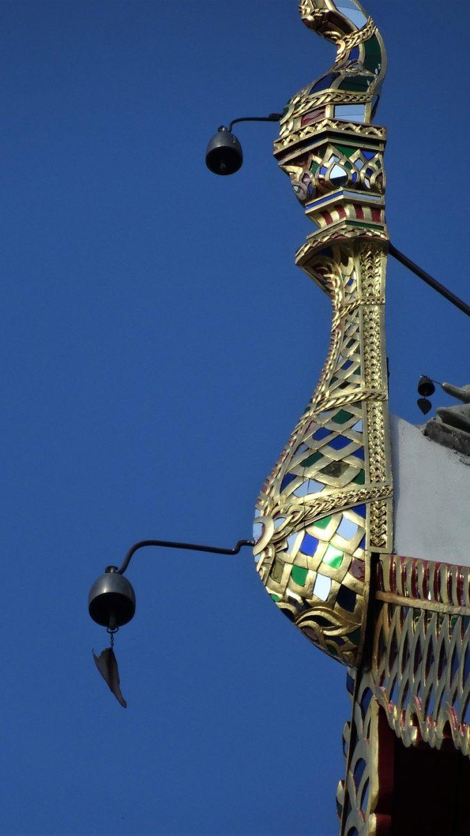 ワット・スアン・ドーク本殿の屋根にある風鈴
