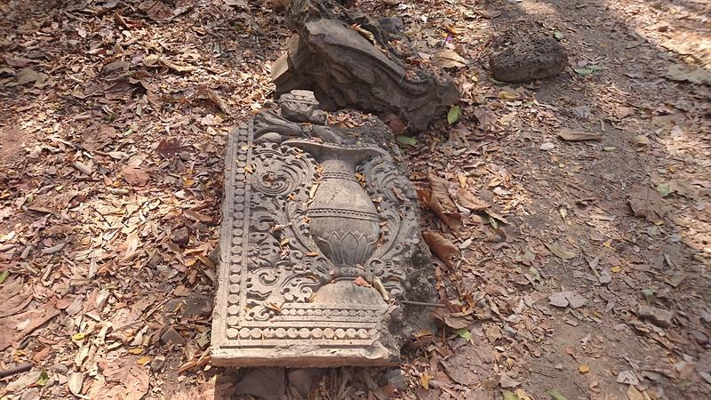 ワット・ウモーン境内にある仏教遺跡
