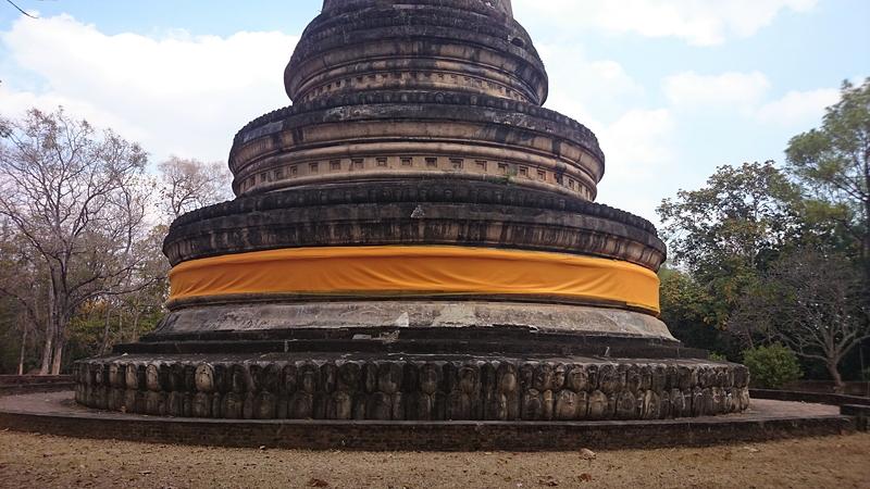 ワット・ウモーンの仏塔(チェディ)