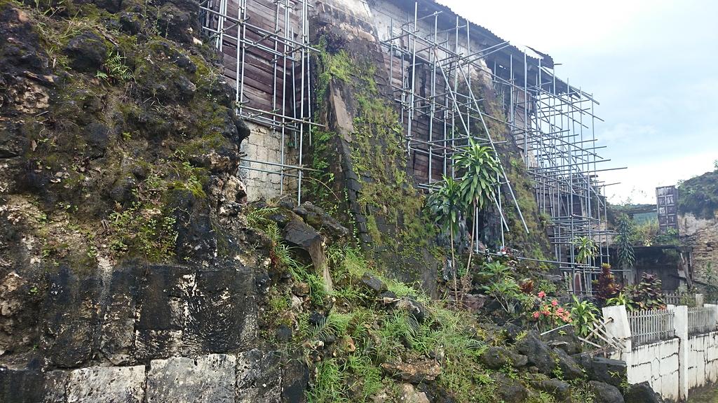 ロボック教会の控え壁
