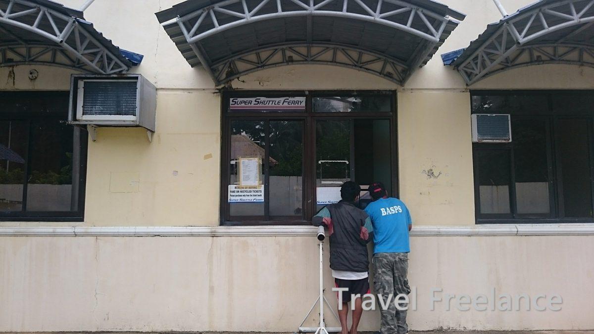 バルバゴン港のフェリーターミナルにあるチケット販売窓口