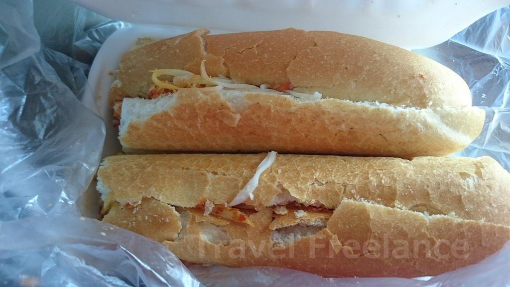 コッコンのフランスパンのサンドイッチ